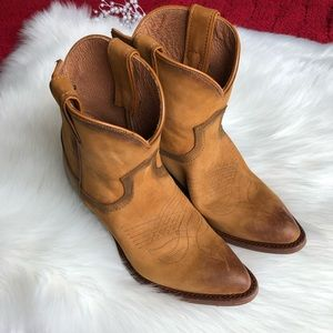 Frye   New! Billy Short Leather Boots NWOT Sz 7